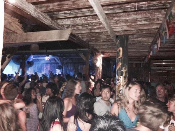 gili trawangan nightlife samasama reggae bar